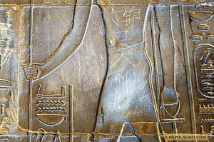Vandalismo no Templo de Luxor